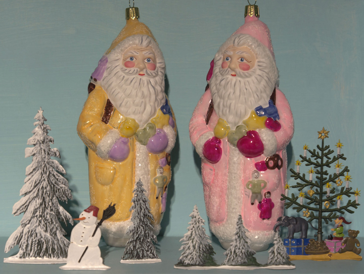 santas-on-shelf-.jpg